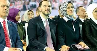 Berat Albayrak ile eşi Esra Albayrak, ABD'de yürüyüş yaparken ...
