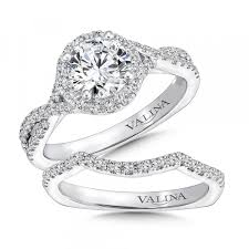round halo diamond enement ring
