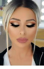 glam makeup big lips big eyes