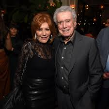 """Regis Philbin's Wife Remembers Him in a Heartfelt Statement: """"He Let  Everyone Into His Life"""""""