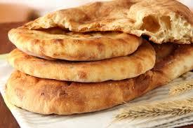 Come fare il pane senza lievito: la ricetta del pane azzimo fatto ...