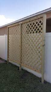 Pin By Janice Heaney On Projets A Essayer In 2020 Diy Lattice Privacy Screen Outdoor Privacy Patio Privacy Screen