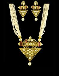 kundan pendant set with pearl string