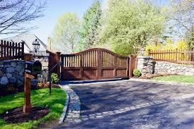 Completely Coordinated Wooden Driveway Gate Design Matching Wooden Fence And Mailbox Post Gates By Tri St Wooden Gates Driveway Outdoor Gate Driveway Design