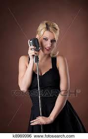 Resultado de imagen para mujeres con microfono