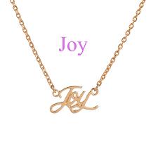 collar decorado con letras joy