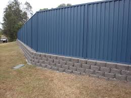 Australian Retaining Walls Windsor Blocks With Colorbond Fence Coomera Australian Retaining Walls