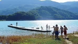 Bambino muore dopo bagno nel lago: ameba gli mangia il cervello
