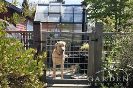 Low Fence Inside Property Lines Help Keep Pooches In Their Spaces Backyard Fences Modern Fence Fence Design