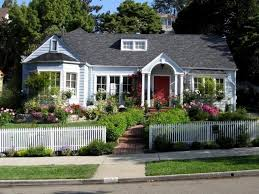 Living The American Dream With A White Picket Fence Cottage Front Yard Cottage Style Front Garden