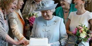 Perché la Regina Elisabetta festeggia il compleanno due volte ...