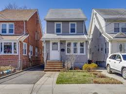 houses under 500k queens ny