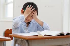 授業中に具合が悪くなった小学生[11038023924]の写真素材・イラスト ...