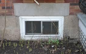 ces fenêtres de sous sol trop près du