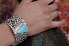 what kind of jewelry turns skin green