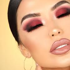8 essential makeup accessories