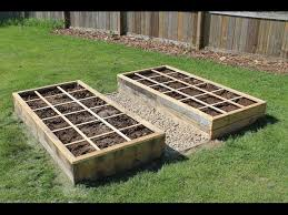raised bed garden using pallet wood