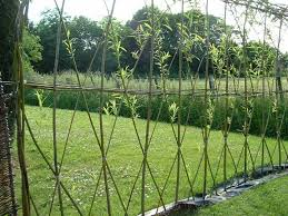 23 Amazing Examples Of Living Willow Fences Home Design Garden Architecture Blog Magazine In 2020 Willow Fence Living Willow Fence Living Willow