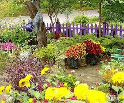 5 Creative And Modern Tricks Can Change Your Life Fence Plants Beautiful Modern Farm Fence Fence Plant Garden Fence Art Fence Landscaping Whimsical Garden Art