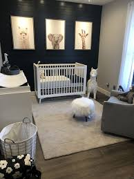 Neutral Baby S Room Decorated With Zoo Animals Baby Boy Room Nursery Modern Baby Room Nursery Baby Room