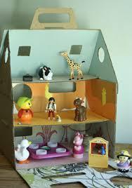 maison de poupées en carton esprit cabane