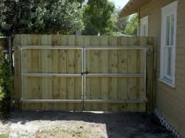 5 Helpful Tips And Tricks Concrete Fence Articles Black Fence Wall Fence And Gates Vintage Backyard Fence Fence Gate Design Wood Fence Gates Wood Fence Design