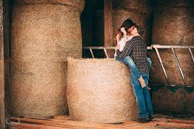 Royalty-Free photo: Man and woman kissing on hay | PickPik