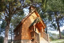little valley wedding chapel in pigeon