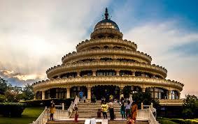 10 best yoga ashrams in india for