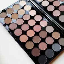 eyeshadow palette by makeup revolution