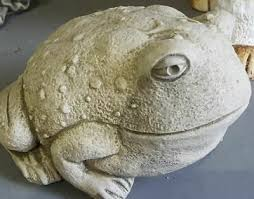 stone toad frog statue garden pond