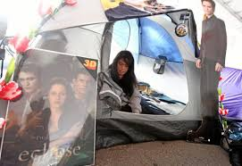 Twilight' fans fill downtown LA ahead of premiere | Weekend | pottsmerc.com