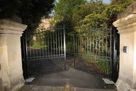 The Clifton' – Bell Top Electric Wrought Iron Gates - ELEX-GATES