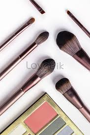 makeup brush and eye shadow photo