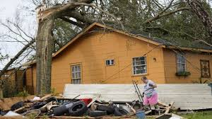 Power outages as Laura batters Louisiana coast