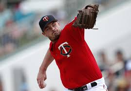 Twins move on from struggling reliever Addison Reed