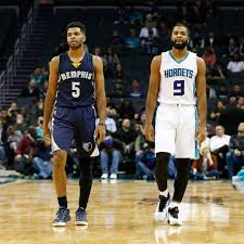 Mavericks expected to sign Aaron Harrison to replace Jameel Warney ...