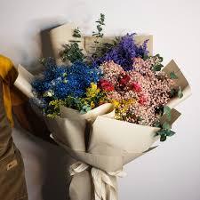 بوكيه كلاسيكي الترتيب به اخترنا انواع مختلفة من الورد من الجوري