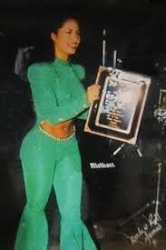 Selena Quintanilla   Selena quintanilla outfits, Selena quintanilla, Selena  quintanilla perez