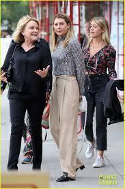 Ellen Pompeo Grabs Lunch with Friends ...