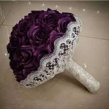 اضفي لمسة حيوية وجذابة على اطلالتك مع اجمل بوكيه ورد للعروس Yasmina