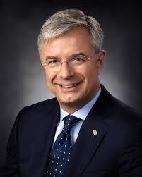 Hubert Joly - Wikipedia