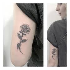 Tatuaze Roze Historia Symbolika I Znaczenie Etatuator Pl