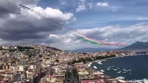 Le frecce tricolori sorvolano Napoli - Repubblica TV