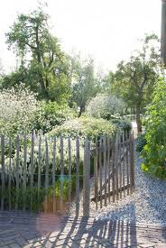 Simple Rustic Fence Ideas To Make Your Outdoors Look More Attractive Decortrendy