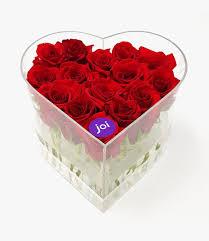 ورود حمراء في صندوق أكريليك على شكل قلب أرسل في عمان