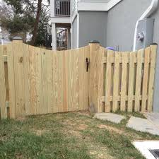 Board On Board Wood Fence With Gate Wood Gate Ideas Scalloped Fence Design Wood Fence Gate Designs Fence Gate Design Wood Fence Gates