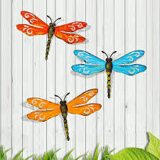 Amazon Com Scwhousi Metal Dragonfly Wall Decor Outdoor Garden Fence Art Hanging Decorations For Living Room Bedroom 3 Pack Home Kitchen