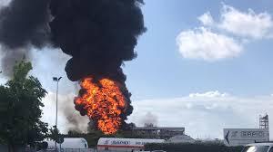 Porto Marghera, impianto di acetone esplode e brucia: allarme nube ...