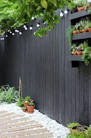 Amazing 11 Black Garden Fences Design For Black Garden Page 4 Of 11 Black Garden Fence Modern Garden Design Modern Garden